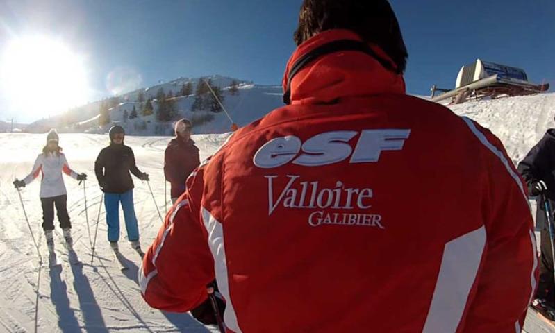 Que faire à Valloire ? Prendre un cours de ski pour adultes débutants