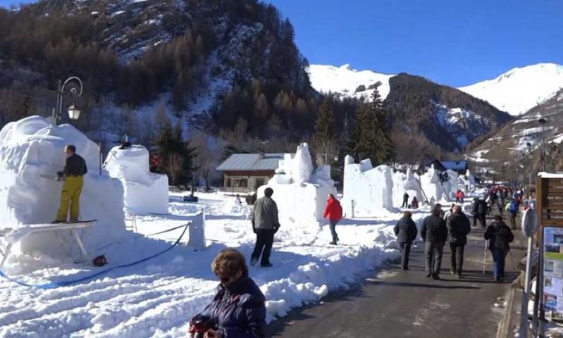 Que faire à Valloire ? De la sculpture sur neige